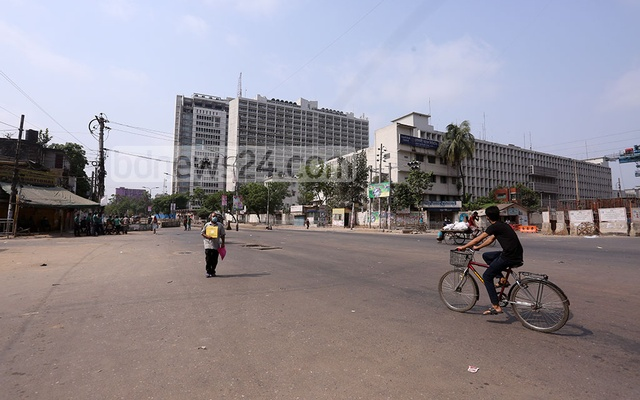 The Paltan intersection in Dhaka is almost empty on the first day of a nationwide seven-day lockdown enforced with stricter rules. Photo: Asif Mahmud Ove