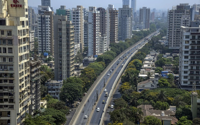 A roadway is lightly travelled in Mumbai, India on Thursday, April 15, 2021, the first day of another lockdown due to the coronavirus. (Atul Loke/The New York Times)