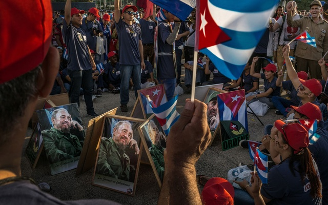 FILE — A shouting crowd awaits the funeral service for Fidel Castro, at the Plaza de la Revolución in Santiago, Cuba, Dec 2, 2016. Raúl Castro is preparing to step down as head of Cuba's Communist Party, leaving Cubans without a Castro to lead them for the first time in over 60 years. (Mauricio Lima/The New York Times)
