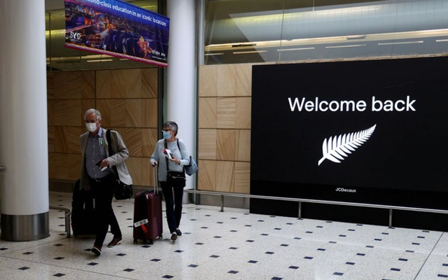 Passengers arrive from New Zealand after the Trans-Tasman travel bubble opened overnight, following an extended border closure due to the coronavirus disease (COVID-19) outbreak, at Sydney Airport in Sydney, Australia, October 16, 2020. REUTERS