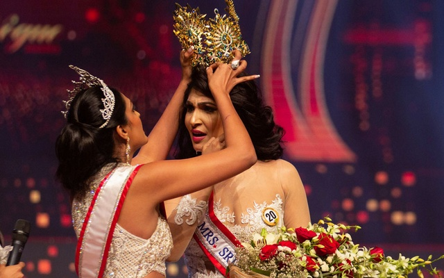 Reigning Mrs World Caroline Jurie, forcibly removes the Mrs Sri Lanka winner Pushpika De Silva's crown as Jurie declared that the winner was ineligible because she was divorced, during the Mrs Sri Lanka pageant, in Colombo, Sri Lanka April 4, 2021. REUTERS
