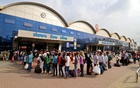 People queue to enter the Lokmanya Tilak Terminus railway station to board trains, amidst the spread of the coronavirus disease (COVID-19) in Mumbai, India, April 21, 2021. REUTERS/Niharika Kulkarni