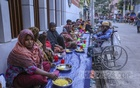 Poor Muslims wait to break Ramadan fast with Iftar distributed by the volunteers of 'Mehmankhana in Dhaka's Lalmatia on Friday, Apr 23, 2021. Photo: Asif Mahmud Ove