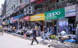 Stores and shopping malls at Mirpur-1 reopen in the lockdown on April 25, 2021 as the government lifts pandemic restrictions on them. Photo: Asif Mahmud Ove