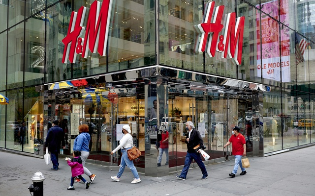 Pedestrians walk past a H&M store in New York, April 29, 2021.The New York Times