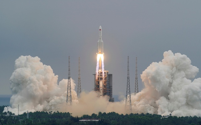 The Long March-5B Y2 rocket, carrying the core module of China's space station Tianhe, takes off from Wenchang Space Launch Centre in Hainan province, China Apr 29, 2021. REUTERS