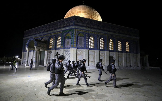 Israeli police walk near the Dome of the Rock during clashes with Palestinians at a compound known to Muslims as Noble Sanctuary and to Jews as Temple Mount, amid tension over the possible eviction of several Palestinian families from homes on land claimed by Jewish settlers in the Sheikh Jarrah neighbourhood, in Jerusalem's Old City, May 7, 2021. REUTERS