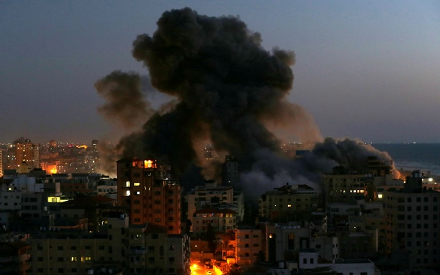 Smoke rises from a building after it was destroyed by Israeli air strikes amid a flare-up of Israeli-Palestinian violence, in Gaza May 11, 2021. Reuters