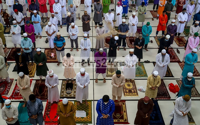 The first jamaat at Baitul Mukarram National Mosque on Friday, the day of Eid-ul-Fitr. Muslims participated in the prayer maintaining social distancing amid the coronavirus epidemic. Photo: Asif Mahmud Ove