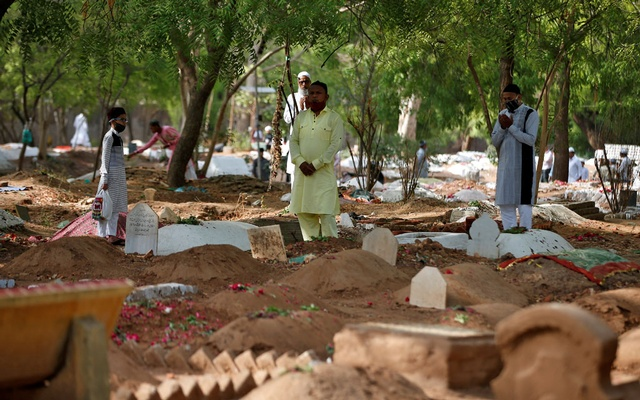 Muslims pray next to the graves of their relatives including those who died from the coronavirus disease (COVID-19), on the occasion of the Eid-ul-Fitr amidst the spread of the disease in Ahmedabad, India, May 14, 2021. REUTERS