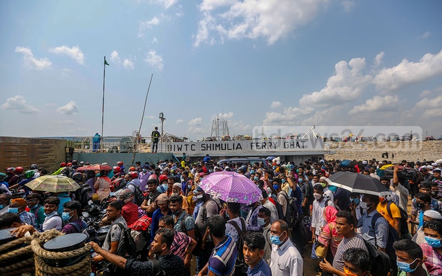 It is difficult to assume from the crammed ferry from Madaripur's Banglabazar port on Sunday, May 16, 2021 that Bangladesh is battling a coronavirus outbreak. Photo: Mahmud Zaman Ovi