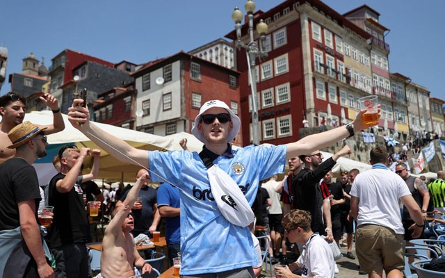 Fans in Porto ahead of the Champions League Final Manchester City v Chelsea - Porto, Portugal - May 29, 2021 Manchester City fans outside a bar in Porto ahead of the match REUTERS/Carl Recine