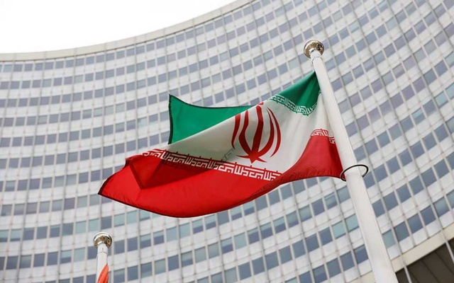 The Iranian flag waves in front of the International Atomic Energy Agency (IAEA) headquarters, amid the coronavirus disease (COVID-19) pandemic, in Vienna, Austria May 23, 2021. REUTERS/Leonhard Foeger
