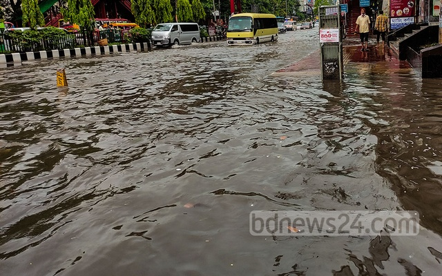 Heavy rainfall on Tuesday morning waterlogs Mirpur Road near Dhanmondi 27. The Meteorological Department recorded 85 mm of rain between 6 am and 9 am in Dhaka.