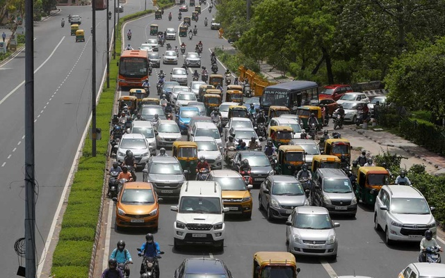Vehicles are pictured on a road, after authorities eased lockdown restrictions that were imposed to slow the spread of the coronavirus disease (COVID-19), in New Delhi, India, Jun 8, 2021. REUTERS/Adnan Abidi