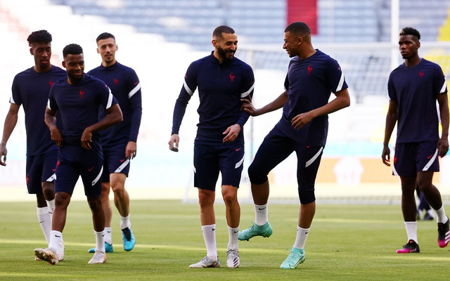Football - Euro 2020 - France Training - Allianz Arena, Munich, Germany - June 14, 2021 France's Kylian Mbappe, and Karim Benzema with teammates during training. Reuters