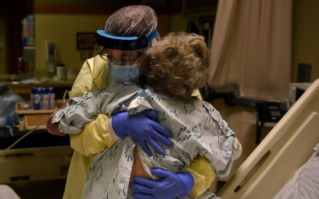 Healthcare personnel prepare to discharge a patient who had been quarantining after a possible exposure to the coronavirus disease (COVID-19) at a hospital in Lakin, Kansas, US, November 19, 2020. Reuters