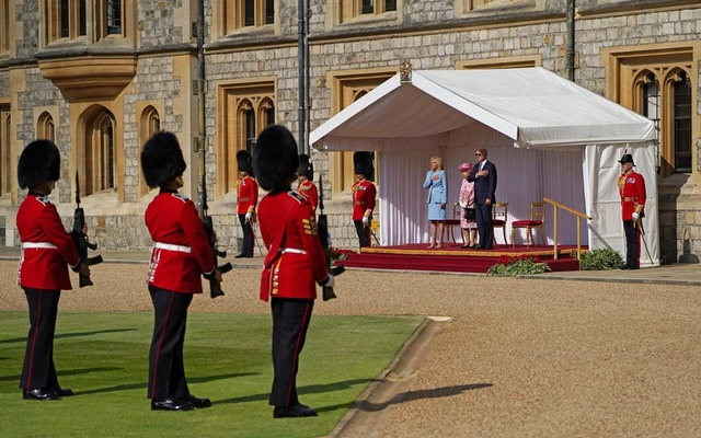US President Joe Biden and first lady Jill Biden stand next to Britain's Queen Elizabeth as they meet at Windsor Castle, in Windsor, Britain, June 13, 2021. Steve Parsons/ REUTERS