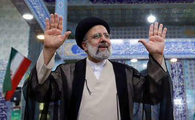 Presidential candidate Ebrahim Raisi gestures after casting his vote during presidential elections at a polling station in Tehran, Iran June 18, 2021. Majid Asgaripour/WANA (West Asia News Agency) via REUTERS