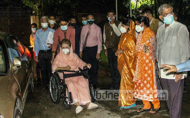 BNP Chairperson Khaleda Zia returns home in Gulshan after her treatment at Evercare Hospital in Dhaka for COVID-19 for 54 days on Saturday, Jun 19, 2021.