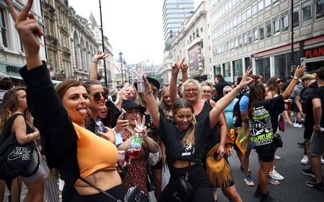 People gather calling for nightclubs to reopen during a Save Our Scene protest, amid the coronavirus disease (COVID-19) pandemic, in London, Britain June 27, 2021. REUTERS