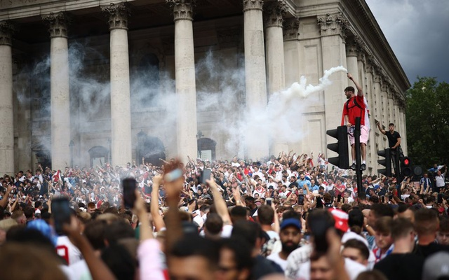 England fans with flares gather in Trafalgar Square ahead of the match. Football - Euro 2020 - Fans gather for Italy v England - London, Britain - July 11, 2021. Reuters