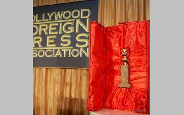The Hollywood Foreign Press Association's Golden Globe statuette is seen with its red velvet-lined, leather-bound chest during a news conference in Beverly Hills, California January 6, 2009. REUTERS