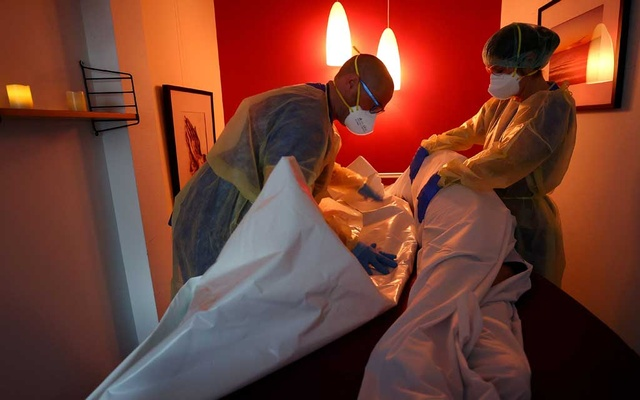 FILE PHOTO: Medical personnel prepares the body of a patient who died of COVID-19 inside the