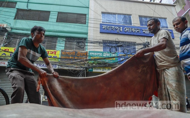 Many people jumped into the seasonal trade of rawhide of cattle sacrificed on Eid-ul-Azha as the government fixed slightly higher prices this time than last year. Some of them traded in rawhide on Dhaka's Nawabpur Road on the Eid day on Wednesday, Jul 21, 2021. Photo: Mahmud Zaman Ovi