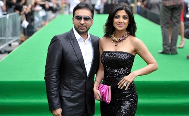 Bollywood actress Shilpa Shetty and husband Raj Kundra (R) arrive on the green carpet during the International Indian Film Academy (IIFA) Awards in Toronto June 25, 2011. Reuters
