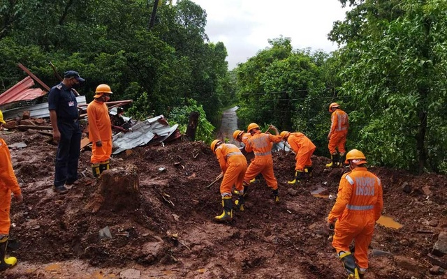Members of National Disaster Response Force (NDRF) conduct a search and rescue operation after a landslide following heavy rains in Ratnagiri district, Maharashtra state, India, Jul 25, 2021. REUTERS