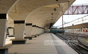 A view of the deserted platforms at Kamalapur Railway Station in Dhaka as train services are suspended amid the lockdown over the coronavirus pandemic. Photo: Mostafigur Rahman