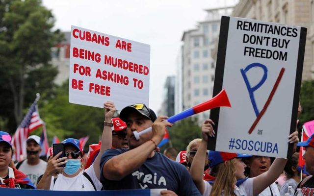 Protesters march down H Street along Lafayette Park as Cuban-American demonstrators hold a protest calling for the US to support protesters in Cuba, near the White House in Washington, US, Jul 26, 2021. REUTERS/Gabrielle Crockett