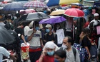 People walk through a crowded market on a rainy day amidst the spread of the coronavirus disease (COVID-19) in Mumbai, India, July 14, 2021. REUTERS