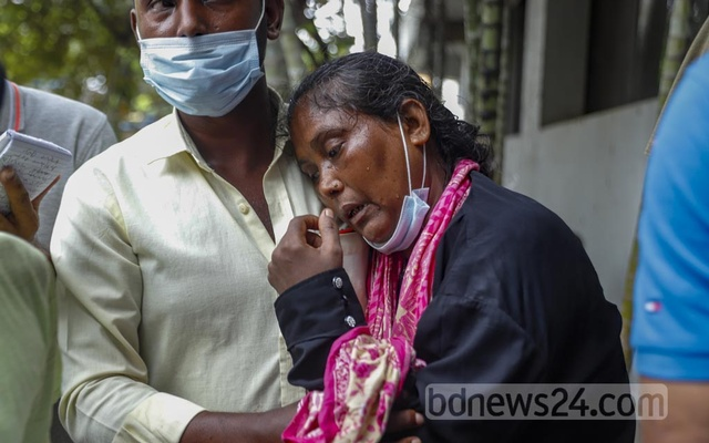 Jharna Aktar breaks down in tears while waiting to receive the remains of her daughter Farzana, identified with a single name, at Dhaka Medical College's mortuary on Wednesday, Aug 4, 2021. Farzana was one of the at least 50 victims of Hashem Foods factory fire.