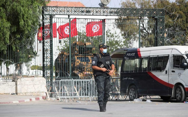 A police officer stands guard outside the parliament building in Tunis, Tunisia July 29, 2021. Reuters