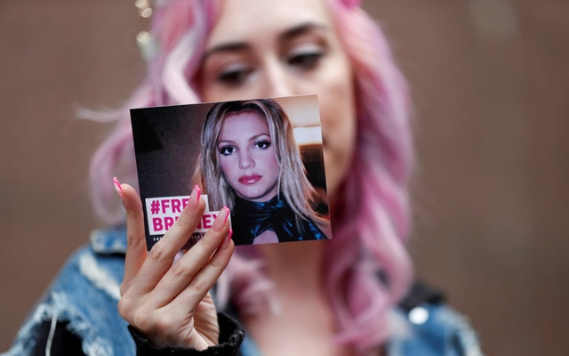 Supporter of pop star Britney Spears Melanie Mandarano holds a postcard on the day of a conservatorship case hearing at Stanley Mosk Courthouse in Los Angeles, California, US, July 26, 2021. REUTERS
