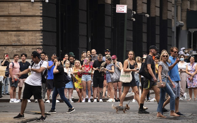 """A crowd gathers to catch a glimpse of the filming of the HBO Max """"Sex and the City,"""" reboot """"And Just Like That…,"""" in New York, July 20, 2021. The New York Times"""