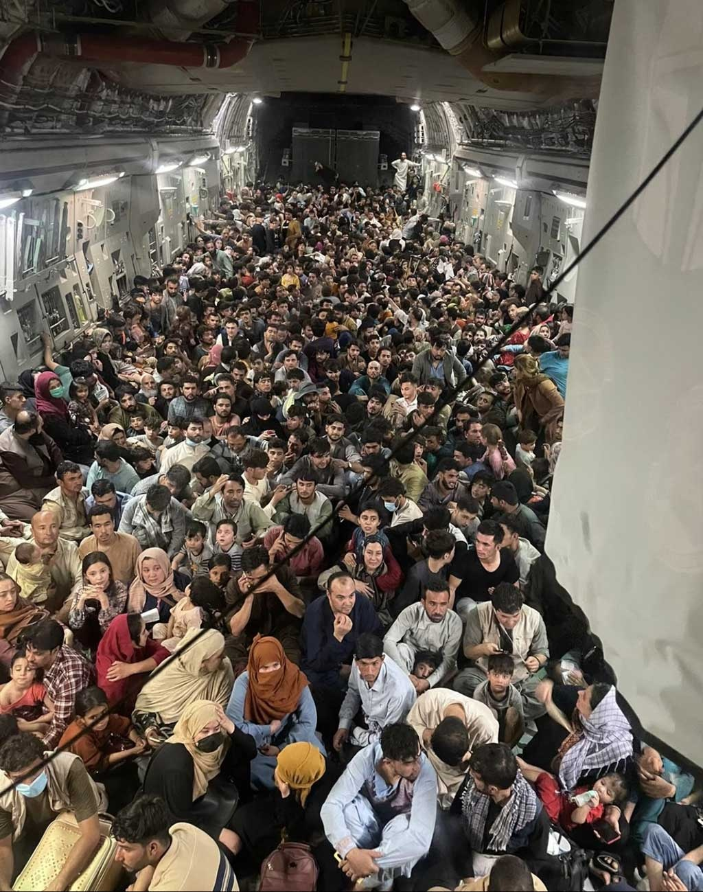 The full uncropped photo from the inside of Reach 871, a US Air Force C-17 flown from Kabul to Qatar on Aug 15. Photo courtesy/Defense One