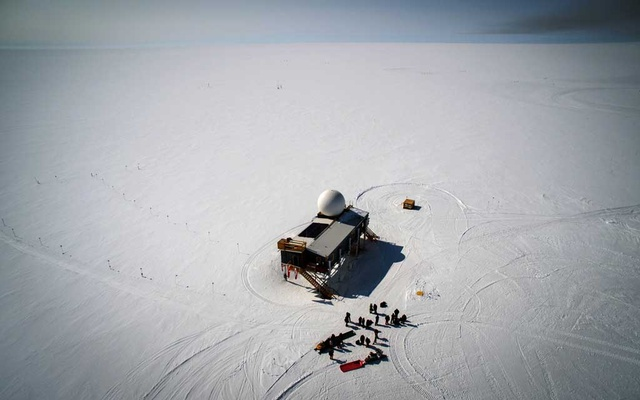 The Summit research station, which sits two miles above sea level in central Greenland, on Jul 15, 2015. Something extraordinary happened Saturday, Aug 14, 2021, at the frigid high point of the Greenland ice sheet, two miles in the sky and more than 500 miles above the Arctic Circle: It rained for the first time. (Josh Haner/The New York Times)