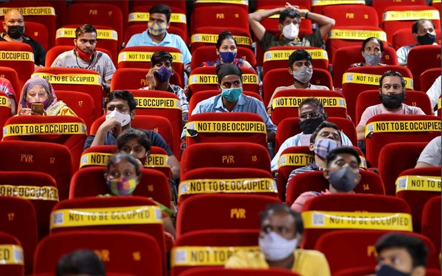 People wait to receive a dose of COVISHIELD, a vaccine against coronavirus disease (COVID-19) manufactured by Serum Institute of India, at a cinema hall in Mumbai, India, Aug 17, 2021. REUTERS/Francis Mascarenhas