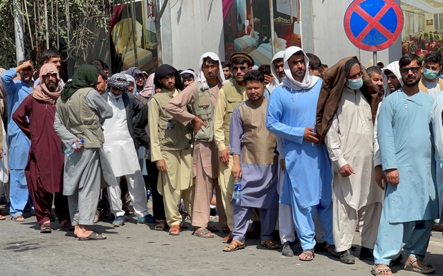 Afghans line up outside a bank to take out their money after Taliban takeover in Kabul, Afghanistan September 1, 2021. Reuters