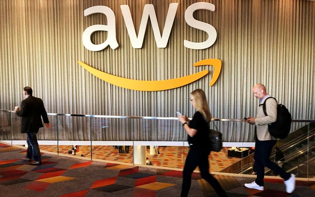 Attendees at Amazon.com Inc annual cloud computing conference walk past the Amazon Web Services logo in Las Vegas, Nevada, US, November 30, 2017. REUTERS