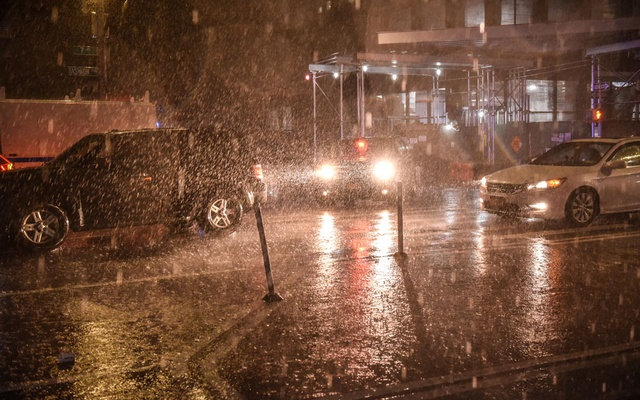 Drivers navigate heavy rainfall in Manhattan late Wednesday night, Sept 1, 2021. Central Park recorded 3.15 inches of rain in a single hour, a record. As the planet gets hotter, heavy rainstorms are dumping more water than ever before, threatening to devastate unprepared cities. (Stephanie Keith/The New York Times)