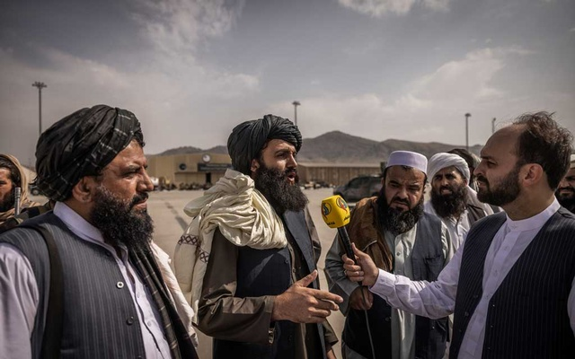 A Taliban member speaks to a journalist at the airport in Kabul, Afghanistan, on Tuesday, Aug 31, 2021. The New York Times
