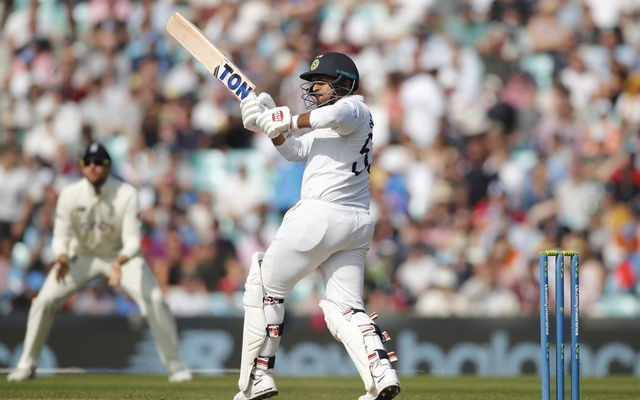 Cricket - Fourth Test - England v India - The Oval, London, Britain - September 5, 2021 India's Shardul Thakur in action Action Images via Reuters/Andrew Couldridge