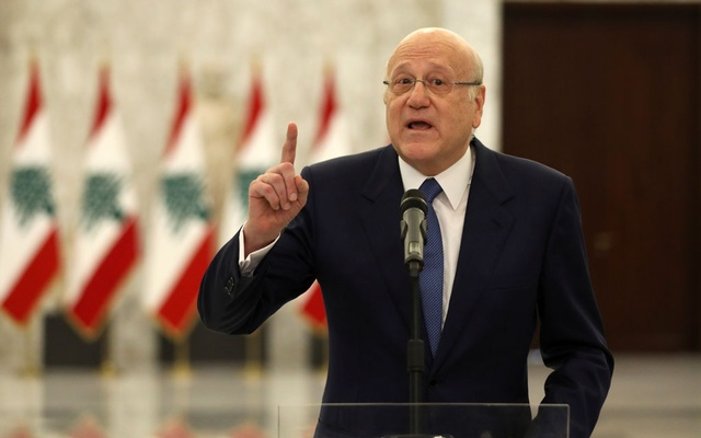 Lebanon's Prime Minister Najib Mikati gestures as he speaks to the press after meeting with Lebanon's President Michel Aoun at the presidential palace in Baabda, Lebanon September 10, 2021. REUTERS/Mohamed Azakir