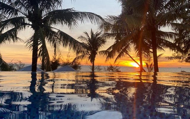 A sunset is seen in a resort after the Vietnamese government eased the lockdown following the coronavirus disease (COVID-19) outbreak, in Phu Quoc island, Vietnam May 8, 2020. REUTERS