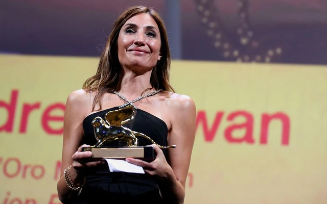 The 78th Venice Film Festival - Awards Ceremony - Venice, Italy, September 11, 2021 - Director Audrey Diwan receives the Golden Lion award for Best Film. REUTERS