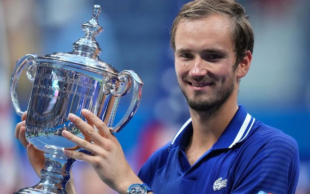 Sep 12, 2021; Flushing, NY, USA; Daniil Medvedev of Russia celebrates with the championship trophy after his match against Novak Djokovic of Serbia in the men's singles final on day fourteen of the 2021 US Open tennis tournament at USTA Billie Jean King National Tennis Center. Mandatory Credit: Danielle Parhizkaran-USA TODAY Sports via Reuters